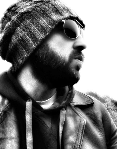 Killing time Man Beard That's Me Sunglasess Beanie Hat Selfiesaturday Black And White Collection  Black And White Photography Hanging Out