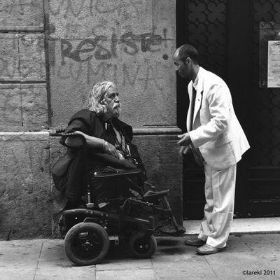 Resiste - Resist - Resisteix Carrer Lareki Lareki100likes Street People Barcelona Photooftheday Gente Gent Streetphotografy Calle