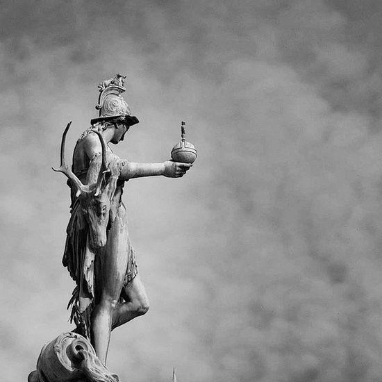 Beautiful Architecture and Design . Statue at center of the Hofgarten garden. münchen Munich bayarn Deutschland Germany. Taken by my SonyAlpha dslr A57 ساحة تصميم معمار تماثيل حديقة بافاريا ميونخ المانيا