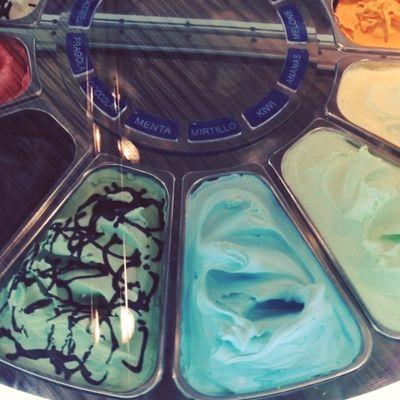Dieses Eiskarusell würde perfekt in mein Büro passen! ;) #INTERGASTRA Gelatissimo Icecream Carousel Karussell Carrousel Stuttgart Gelato Eis Show Messe Messestuttgart Tradefair Intergastra