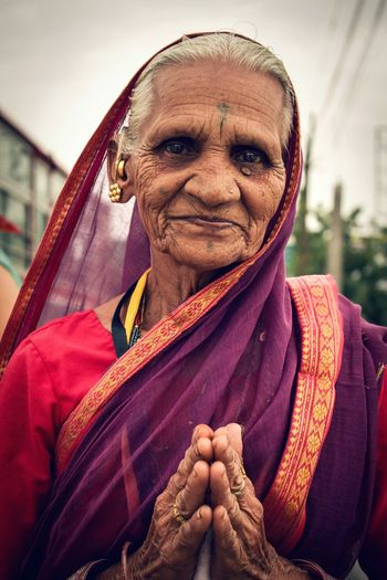 How peaceful is the gaze of this woman... Travel Photography Benares Varanasi Mother India Indiapictures People Of India Faces Of India People Photography People Indian People Looking At Camera Indian Namaste Namaste Travels Old Woman Woman Portrait Woman Portrait Portrait Photography