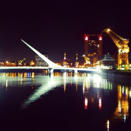 Caminar y darse cuenta de lo que nos rodea, todo tiene su belleza.... Puentedelamujer Puertomadero Caba Argentina