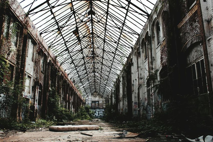 Indoors  No People Architecture Built Structure Green Color History Old-fashioned Colorsplash Lost Places In Leipzig Photography Photooftheday Lost Places Photo Lost Place Lost Places Lpz Lost City Empty Architecture Bed The Secret Spaces The Secret Spaces Art Is Everywhere
