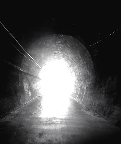 Oscurità Tunnel The Way Forward Light At The End Of The Tunnel Arch Sunlight Road Architecture Built Structure Day No People Indoors