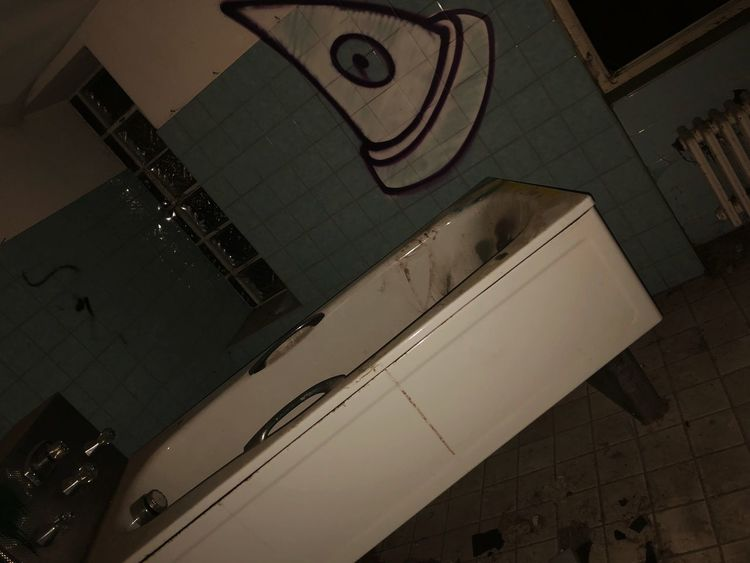 Blut Badewanne Lostplaces High Angle View No People Architecture Indoors  Built Structure Still Life Close-up