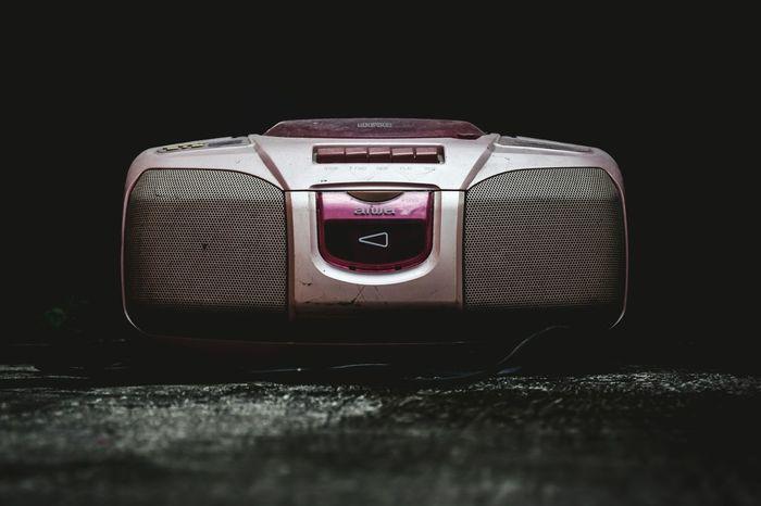 Radio antik Jazz Music Black Background Technology Music Old-fashioned Retro Styled Obsolete Close-up Radio Radio DJ Analog Stereo Speaker