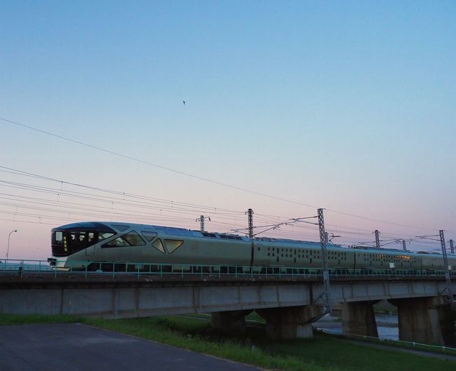 """This train is """"SHIKI-SHIMA"""" which is a hot topic now. Train - Vehicle Rail Transportation Train Suite Opulent Trains 豪華列車 四季島 The Photojournalist Out Of The Box Magic Moments Gradation Sky"""