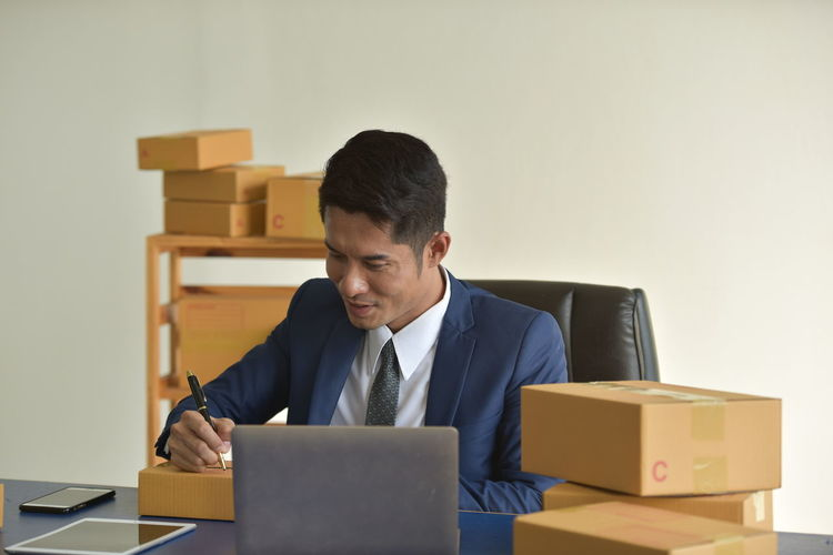 Business Cardboard One Person Men Cardboard Box Indoors  Business Person Front View Box Computer Office Businessman Males  Waist Up Laptop Well-dressed Adult Young Adult Technology Box - Container Using Laptop Formal Businesswear