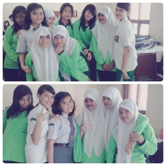 with my classmates ahaha Classmates Senior High School Friends Had Fun