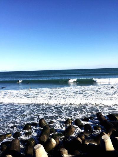 風は強かったけど、今年一番のサイズで朝から2R ガッツリ楽しんだ一日でした😊😊🏄♂️☀️☀️☀️🤙 サーフィン 波乗り Beach Water Sand Horizon Over Water Shore