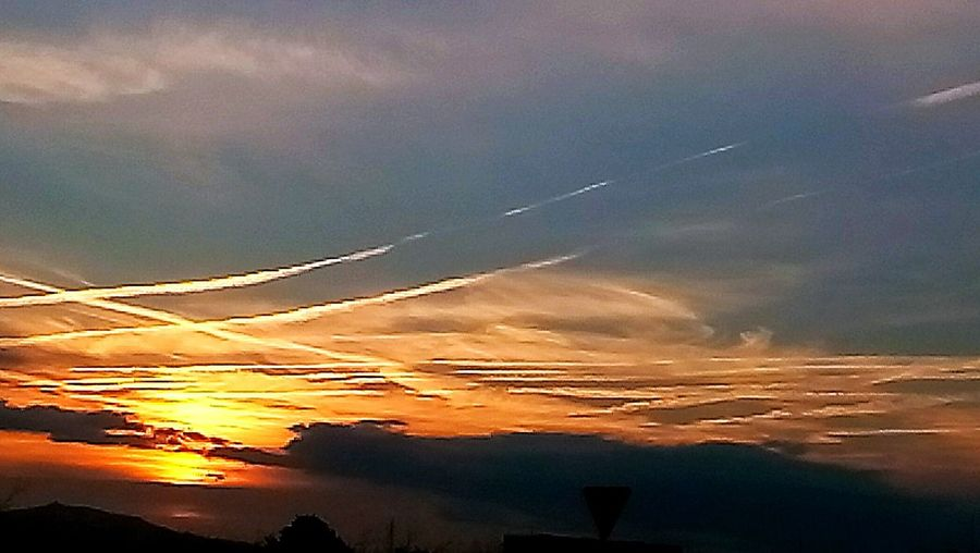 Chemtrails al amanecer. JuanRosillo Art is Everywhere EyeEm Gallery Eye4photography  Color Photography Astronomy Galaxy City Rural Scene Mountain Fog Water Architecture EyeEmNewHere