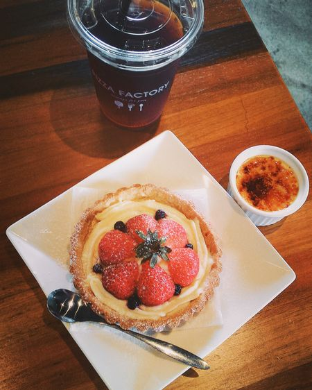 Pizzafactory Dessert Strawberry Blacktea Afternoon Fresas Postre Taichung 臺灣 Rainy Days Taiwan Walking Around The City  散策 Relaxing Daily Life